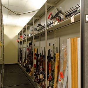 Movable shelving storing long guns and hand guns